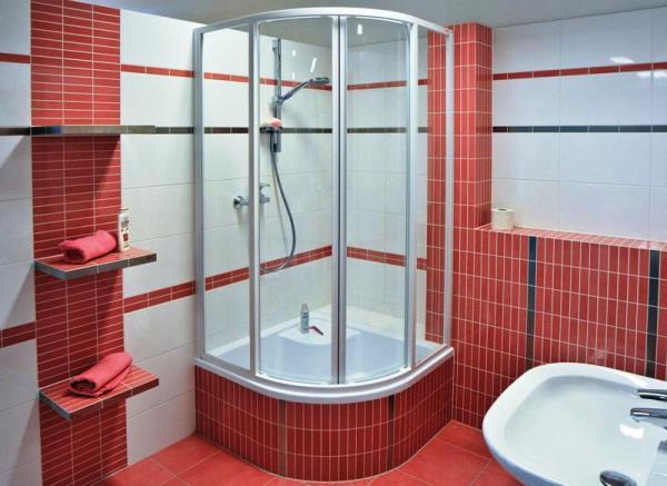 фото душевой кабины в маленькой ванной
