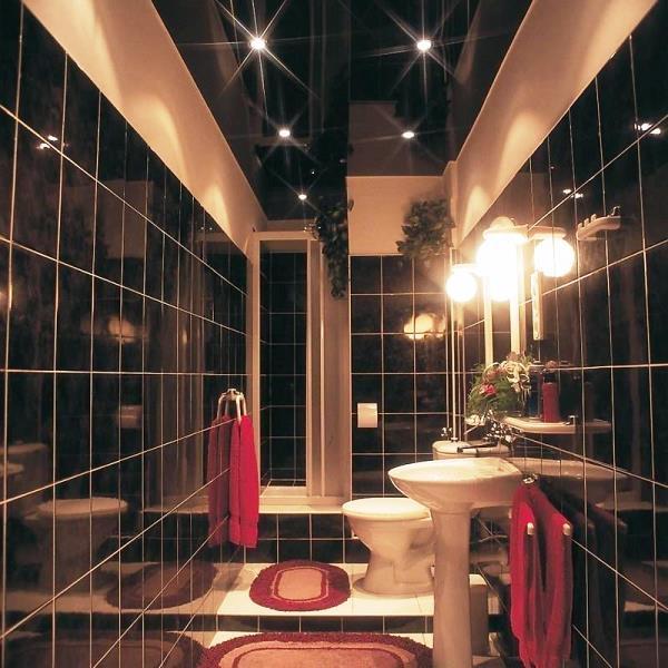 натяжные потолки в ванне фото