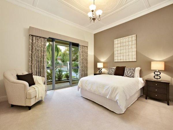 дизайн спальни в бежево-коричневых тонах фото