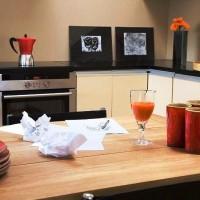 кухня в бежево коричневых тонах фото 11