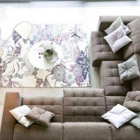 диван в интерьере гостиной фото 30