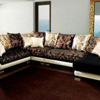 диван в интерьере гостиной фото 52