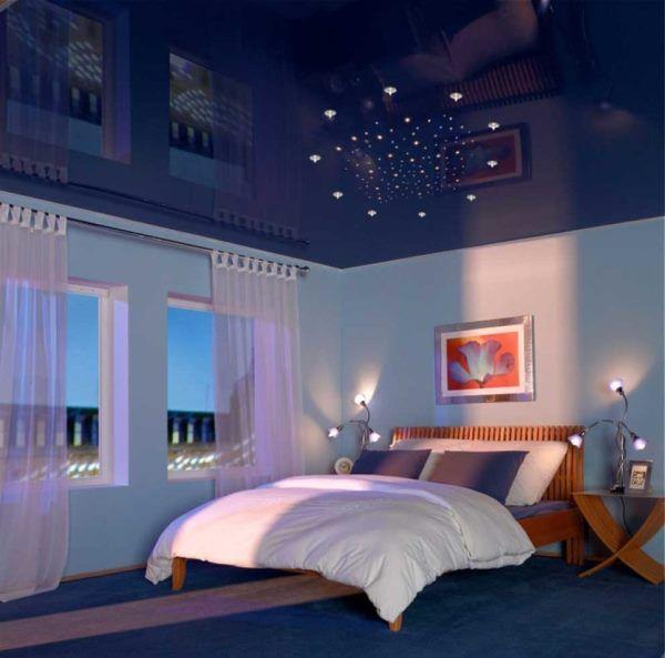 цветные натяжные потолки фото для спальни
