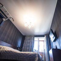 натяжные потолки в спальне фото 20