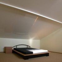 натяжные потолки в спальне фото 21