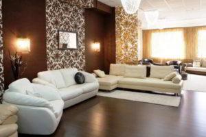 комбинирование обоев в гостиной фото 34