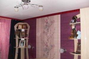 комбинирование обоев в гостиной фото 39