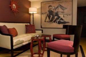 комбинирование обоев в гостиной фото 56