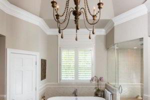 люстра в ванной фото 31