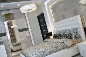 серая спальня фото 10
