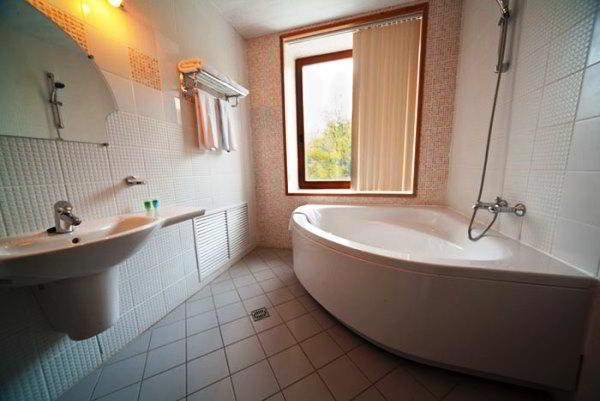 угловая ванная фото 2