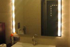 зеркало в ванную комнату с подсветкой фото 33