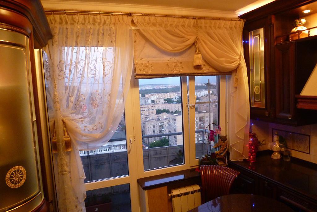 римские шторы на кухню с балконом фото