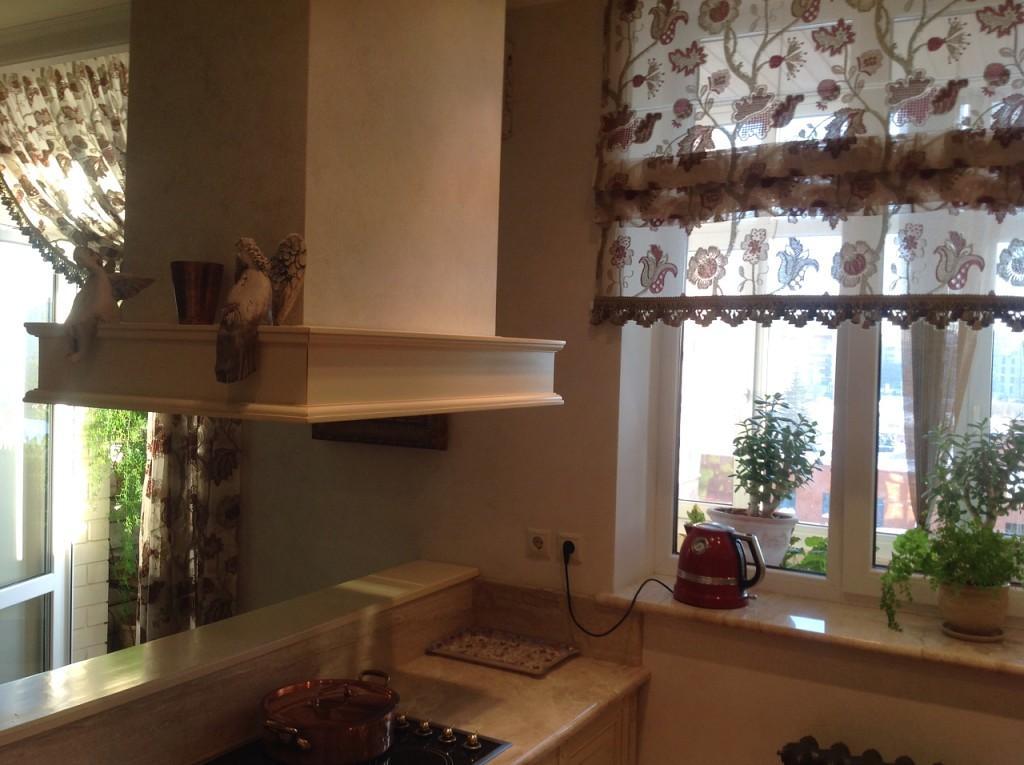 римские шторы на кухне фото в интерьере