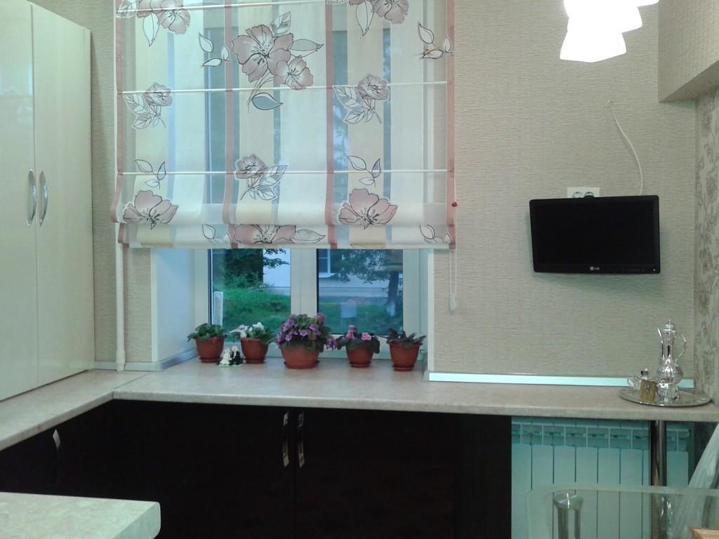 римские шторы в кухню фото