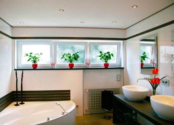 натяжные потолки в ванной фото 2