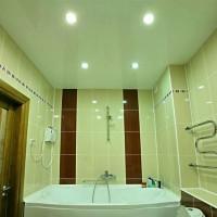 натяжные потолки в ванной фото 21
