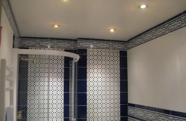 натяжные потолки в ванной фото 4