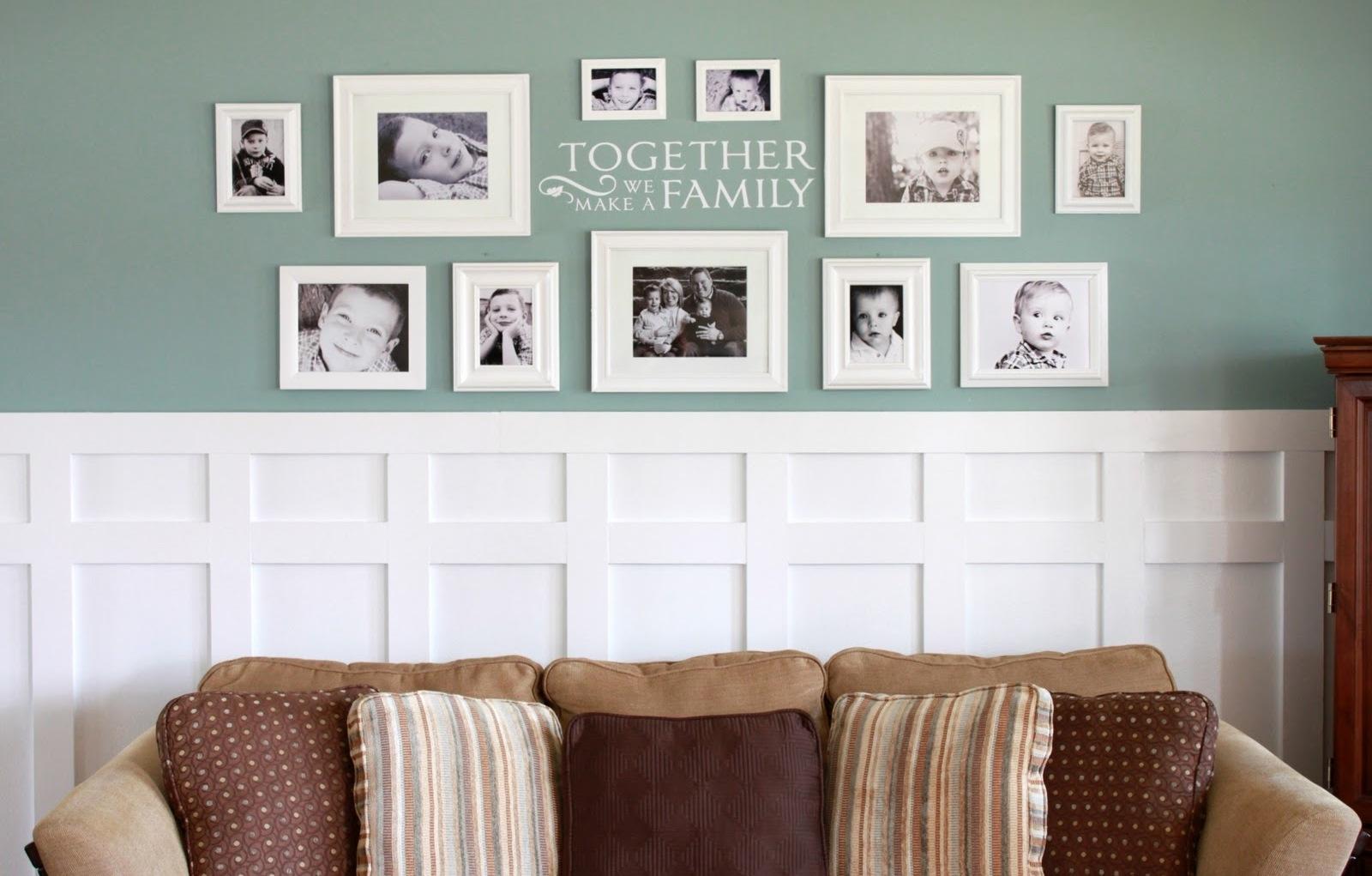 оформление стен обоями и молдингами фото