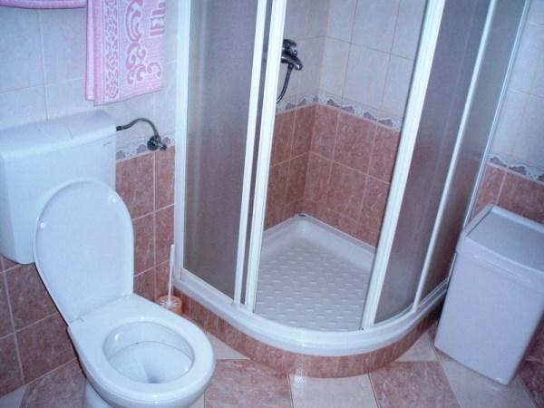 дизайн ванной комнаты маленького размера фото с душевой кабиной