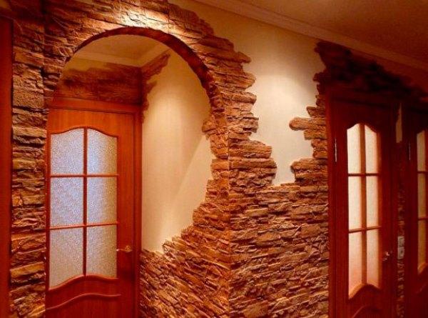 отделка стен декоративным камнем в прихожей фото 2