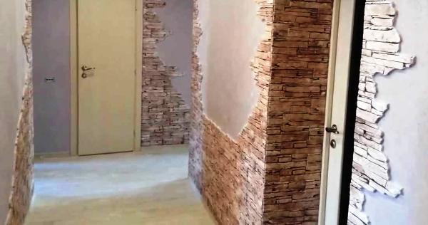 отделка стен в прихожей декоративным камнем фото в маленькой квартире