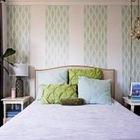 дизайн спальни с обоями двух цветов фото 7