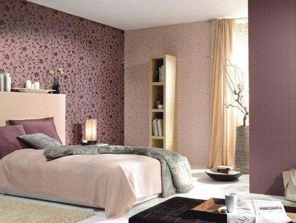 как красиво наклеить обои в спальне двух цветов фото 11