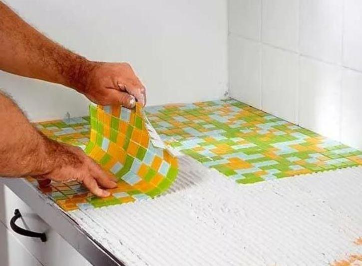 укладка мозаики в ванной своими руками