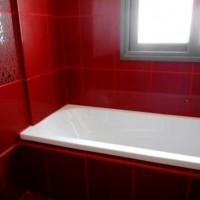 бордовая ванная фото 12