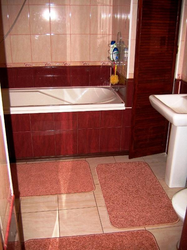бордовая ванная фото 14