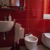 бордовая ванная фото 15