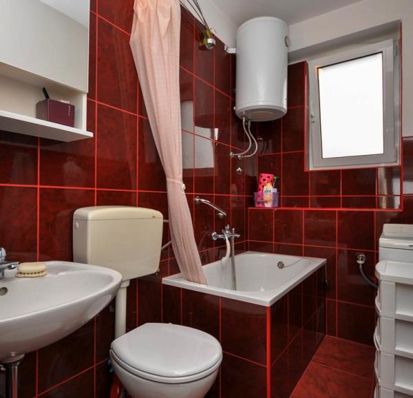 бордовая ванная фото 25