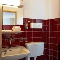 бордовая ванная фото 39