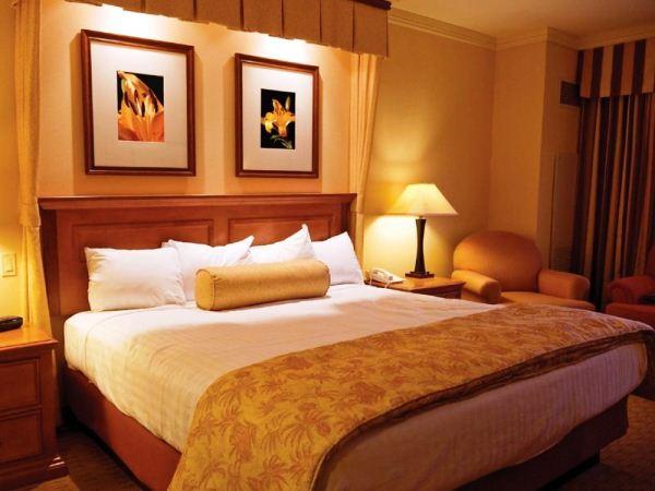 картины в спальню над кроватью фото