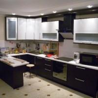 угловая кухня с барной стойкой фото 33
