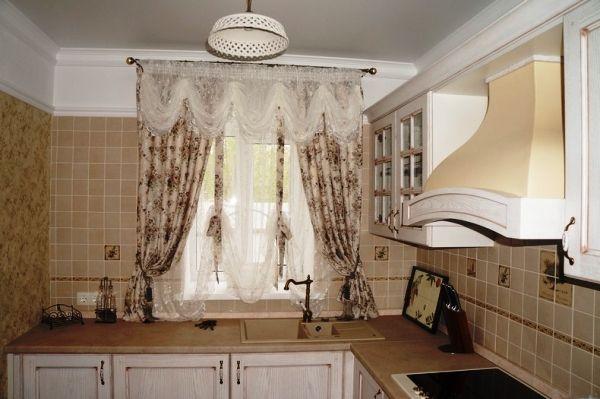 варианты штор на кухню фото