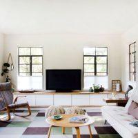 диван в интерьере гостиной фото 33