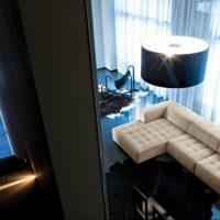диван в интерьере гостиной фото 35