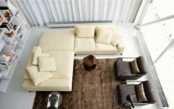 угловой диван в интерьере маленькой гостиной фото