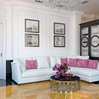 диван в интерьере гостиной фото 25