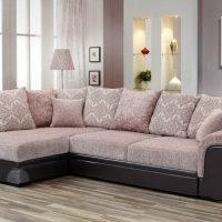 диван в интерьере гостиной фото 26