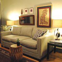 диван в интерьере гостиной фото 57