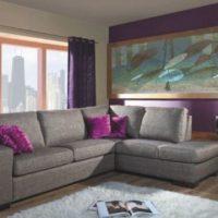 диван в интерьере гостиной фото 58