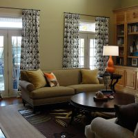 диван в интерьере гостиной фото 60