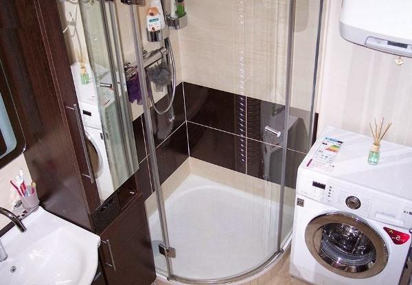 Совмещенный санузел с душевой кабиной дизайн фото