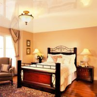 натяжные потолки в спальне фото 54