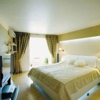 натяжные потолки в спальне фото 61
