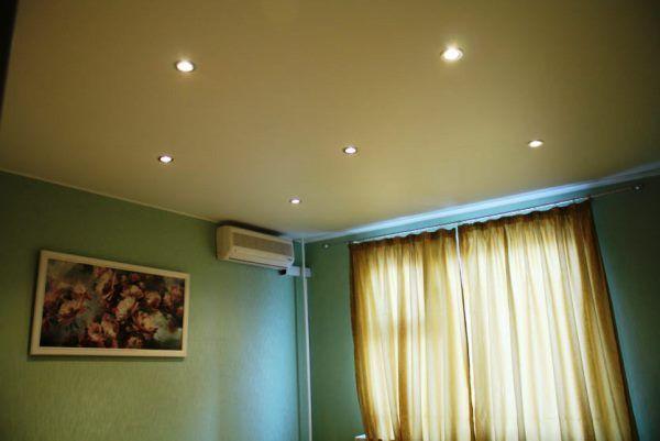 натяжной потолок в спальне фото одноуровневый