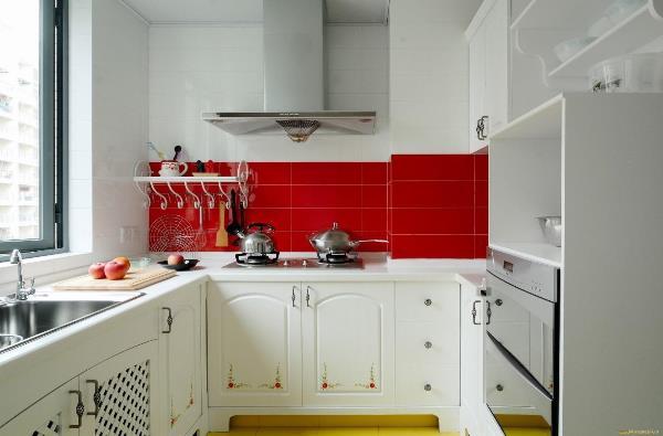Современная кухня в хрущевке фото